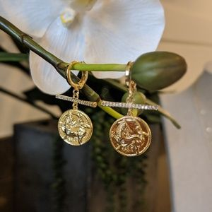 Jewelry - Gold Coin earrings with diamods